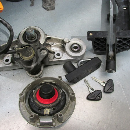 BMW R1100R key switch removal